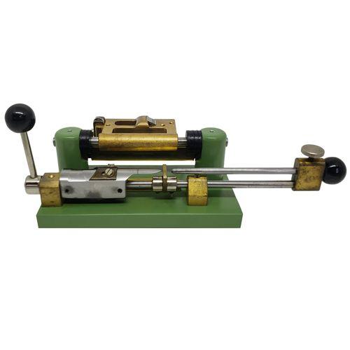 """Máquina para Raspagem de Palheta de Oboé, """"Rieger"""", usado."""